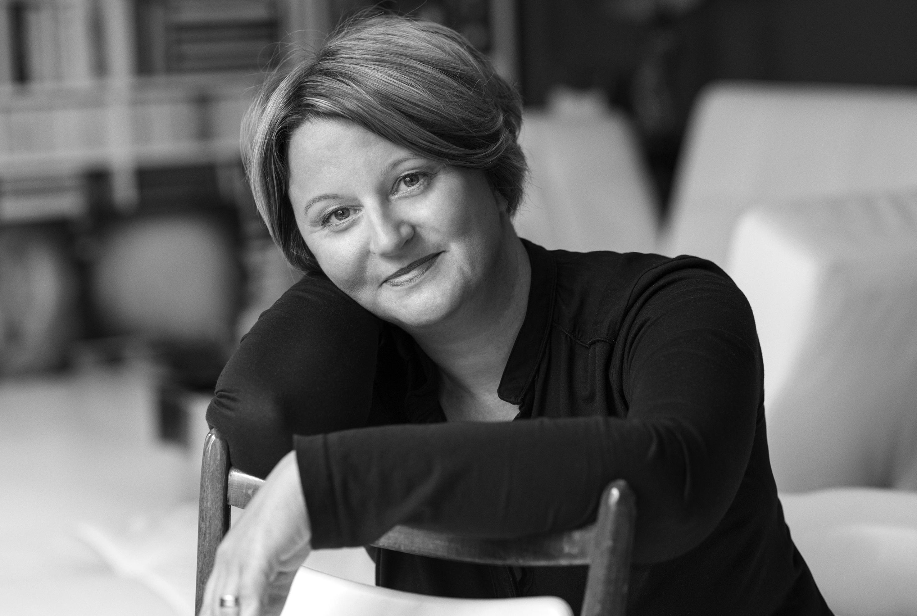 Claudia Karnos: Auftrittskompetenz, Gesang-, Schauspiel- und Regieunterricht - Souverän!